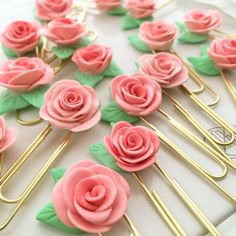 34 Most Beautiful Rose Crafts Ever Created, DIY and Crafts, Rose Crafts - Rose Clips - Easy Craft Projects With Roses - Paper Flowers, Quilt Patterns, DIY Rose Art for Kids - Dried and Real Roses for Wall Art a. Rose Crafts, Clay Crafts, Fun Crafts, Diy And Crafts, Decor Crafts, Paper Clips Diy, Diy Paper, Rosen Arrangements, Paperclip Crafts