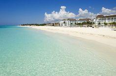 Playa del Carmenin valkoinen hiekkaranta jatkuu silmänkantamattomiin. #Playadelcarmen