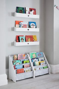 We've selected our best reading nook inspiration for you and also our favourite autumn-themed children's books. Nursery Reading, Reading Nook Kids, Nursery Book, Childrens Reading Corner, Kids Reading Corners, Book Storage Small Space, Kids Storage, Storage Ideas, Children's Book Storage