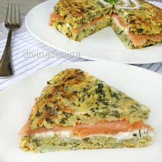 Esta tortilla de espinacas rellena de salmón es una propuesta fácil, deliciosa y muy resultona para reuniones de invitados y fiestas.
