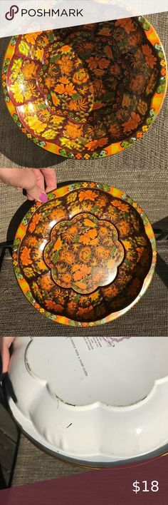 vintage metal Fall bowl tray Floral leaves flowers Cool vintage piece - lots of uses! Great retro décor, holiday, Fall, etc. Measures about in diameter, and almost deep. made in England - 1971 Daher Deocrated Ware Other Leaf Flowers, Vintage Metal, Orange Color, Tray, England, Leaves, Deep, Cool Stuff, Retro