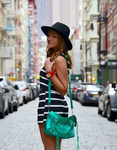 Soho New York, #soytendencia #nyfw15 Soho, Balenciaga, Nyc, New York, Bags, Outfits, Fashion, Fashion Hats, Outfit