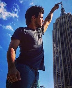 Taylor Lautner - Touching the top of the Empire State #tbt #tracers