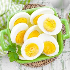 A boiled egg diet is considered one of the most amazing ways to lose weight. This diet is also recommended by several health experts an. Easy Hard Boiled Eggs, Boiled Egg Diet, Healthy Dinner Recipes, Diet Recipes, Healthy Snacks, Egg Recipes, Healthy Habits, Healthy Tips, Breakfast Low Carb