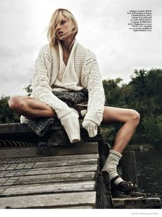 Anja Rubik Gets Cozy in Autumn Knitwear Looks for Vogue Paris by Lachlan Bailey - Tricot 02 Vogue Editorial, Editorial Fashion, Anja Rubik, Vogue Paris, Artistic Fashion Photography, Editorial Photography, Mode Editorials, Fashion Editorials, Knit Fashion