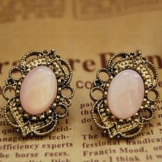 love these vintage looking earrings