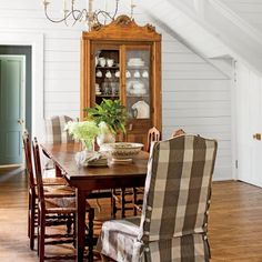Charming Mountain Cottage: Dining Room