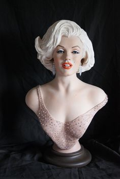 "Marilyn Monroe limited edition bust, ""Her Glamorous Performance 1962"", by Susana Adalid, 2016."