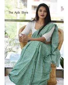 Simple Saree Designs, Simple Sarees, Cotton Dresses Online, Cotton Sarees Online, Cotton Blouses, Casual Saree, Formal Saree, New Fashion Saree, Indian Fashion