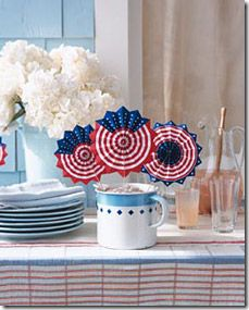 Patriotic Fans for Independence Day - Martha Stewart Holiday & Seasonal Crafts - Holiday - Buvizyon Garden Party Favors, Kid Party Favors, 4th Of July Party, Fourth Of July, Patriotic Party, Blue Crafts, Diy Crafts, Independence Day Decoration, 4th Of July Decorations