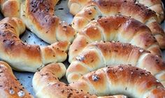 Jemné, křehké a nadýchyné domácí rohlíky, které provoní vaši domácnost. Jednoduché a rychlé na přípravu. :) Bread Recipes, Cooking Recipes, Bread And Pastries, Ciabatta, Brunch, Food And Drink, Pizza, Croissant, Snacks