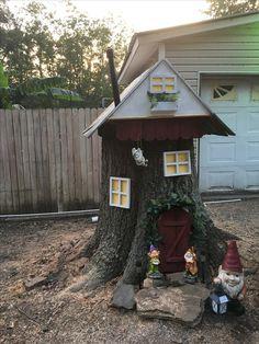 My diy gnome home Large Fairy Garden, Fairy Garden Doors, Fairy Doors, Fairy Tree Houses, Fairy Garden Houses, Gnome Garden, Fairytale House, Backyard Garden Landscape, Fairy Furniture