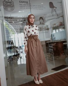 Hijab Style Dress, Casual Hijab Outfit, Ootd Hijab, Girl Hijab, Hijab Chic, Street Hijab Fashion, Muslim Fashion, Skirt Fashion, Fashion Outfits
