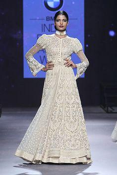 Tarun Tahiliani - Page 3 Indian Dresses, Indian Outfits, Indian Clothes, Indian Saris, Desi Wedding Dresses, Dress Wedding, Wedding Sarees, Trendy Dresses, Nice Dresses