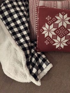 DIY fleece and sherpa throw blanket pattern + 6 of my favourite last minute DIY gifts