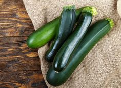 Squash (Zucchini): Planting, Growing, and Harvesting Summer and Winter Squash Growing Squash, Growing Zucchini, Growing Greens, Growing Herbs, Crookneck Squash, Squash Varieties, Zucchini Squash, Butternut Squash, Planting Vegetables