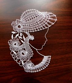 Dáma v klobouku III / Zboží prodejce zefyra Crochet Hat Tutorial, Lace Art, Bobbin Lace Patterns, Lacemaking, Lace Jewelry, String Art, Machine Embroidery Designs, Crochet Projects, Sewing Crafts