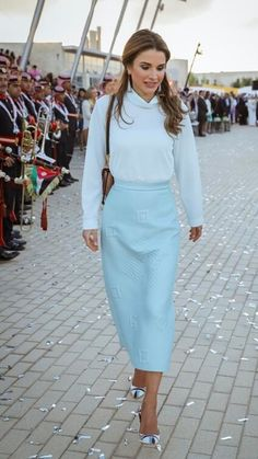 Chic, sophisticated and always the epitome of elegance, Jordan's Queen Rania will forever remain on of BAZAAR's all-time favourite icons. Scroll to see some of the Middle Eastern royal's most fashionable looks of all time. Pink Midi Skirt, Blue Midi Dress, Chic Outfits, Fashion Outfits, Valentino Gowns, Queen Rania, Ladylike Style, Green Gown, Elegant Outfit