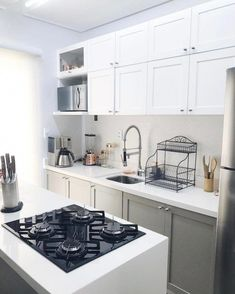 Kitchen Cabinet Refacing Ideas to bring your cabinets back to life. Cute Kitchen, Mini Kitchen, Little Kitchen, Kitchen Decor, Kitchen Design, Kitchen Ideas, Awesome Kitchen, Farmhouse Style Kitchen, Modern Farmhouse Kitchens