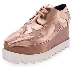 Stella McCartney Elyse Platform Star Oxford (4.310 BRL) ❤ liked on Polyvore featuring shoes, oxfords, flats, metallic flats, cap toe flats, oxford flats, wood platform shoes and platform oxfords