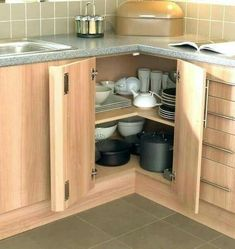 Hervorragend Kitchen Corner Cabinet Ideas KraftMaid Cabinets Glass Doors 200 X 334 · 15  KB · Jpeg