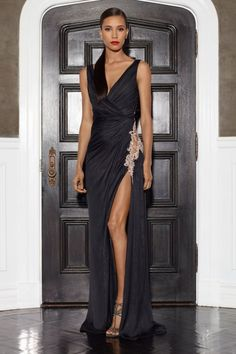 #kamzakrasou #sexi #love #jeans #clothes #coat #shoes #fashion #style #outfit #heels #bags #treasure #blouses #dressOhromujúce šaty Lorena Sarbu