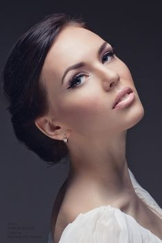 Elegant and the make up is just perfect..for a long make up...just spray your face with water for a fresh and long look and i wish you a wonderful day!