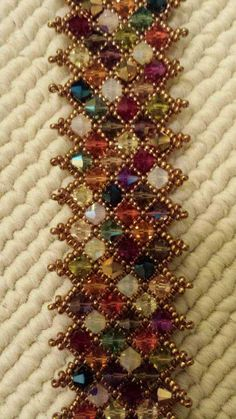 How to make handmade star seed beaded bracelet with glass beads from lc pandahall com Seed Bead Patterns, Beaded Bracelet Patterns, Bead Jewellery, Seed Bead Jewelry, Jewelry Crafts, Handmade Jewelry, Art Perle, Seed Bead Bracelets, Beads And Wire
