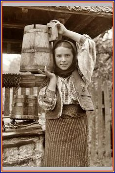 Vintage Pictures, Old Pictures, Old Photos, Romanian Girls, Old Photography, Animal Masks, Watercolor Bird, Historical Pictures, People Of The World