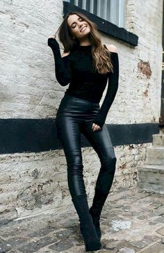 12 New Years Eve Outfit Ideas Perfect For That New Years Party – These New Years Eve outfit ideas will have you feeling super chic and beautiful. Look glam in these gold, glittery, and sequin fashion staples! Legging Outfits, Trouser Outfits, Mädchen In Leggings, Leather Leggings Outfit, Outfits With Leather Leggings, Sock Boots Outfit, Spanx Faux Leather Leggings, Tribal Leggings, Leather Outfits