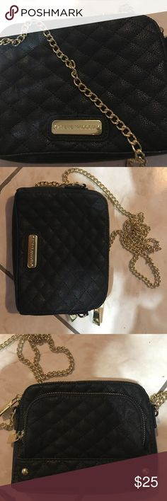Steve Madden purse!! Cute, simple, black leather purse perfect for any night out! The black leather and gold chain can add an edgy vibe to any outfit! Perfect conditions, no sign of use :) Steve Madden Bags