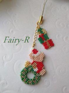 画像3: クリスマスちびくま(リバーシブルステッチ) Beaded Crafts, Beaded Ornaments, Jewelry Crafts, Peyote Patterns, Beading Patterns, Beaded Bracelets Tutorial, Christmas Earrings, Seed Bead Jewelry, Beading Projects