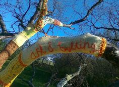 Yarn bombing in Ásmundur Sveinsson sculpture garden, Iceland. Ást og bylting /Love and revolution - photo by Andrea Hauth
