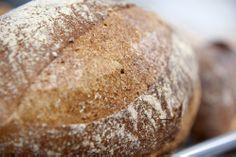 Verser broodjes bij bakkerij Sint Paulus te Sluis. Grens Magazine is ontwikkeld door www.uw-media.nl