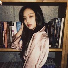 model jennie be slayin like a modern librarian should