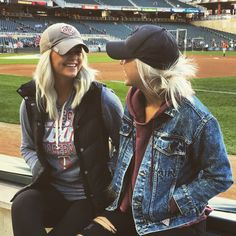 Baseball game outfits You are in the right place about Baseball Hat Outfit casual Here we offer you the most beautiful pictures about the Baseball Hat Outf Soccer Game Outfits, Football Outfits, Sport Outfits, Game Day Outfits, Fall Football Outfit, Outfits With Hats, Winter Outfits, Summer Outfits, Cap Outfits For Women