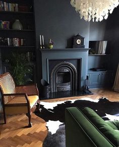 47 Extraordinary Black Living Room Designs That Never Go Out Of Fashion - A living room consists of sofa that has 3 seats or the sofa that has 2 seats. This is one of the most common looks of a room. To make it more unique y. Dark Living Rooms, Living Room Green, My Living Room, Living Room Decor, Dark Rooms, Dark Blue Dining Room, Alcove Ideas Living Room, Gothic Living Rooms, Cottage Living