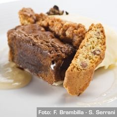 Caffè&zabaione Fondente caldo di caffè e gelato allo zabaione di Vinsanto e Cantuccini. Chef Sergio Colalucci, Sergio Dondoli, Luca Landi, Mauro Petrini, Giancarlo Timballo http://www.identitagolose.it/sito/it/ricette.php?id_cat=12&id_art=992&nv_portata=5&nv_chef=&nv_chefid=&nv_congresso=&nv_pg=1