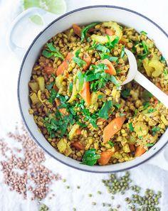 Vegetable Khichdi Recipe (an Ayurvedic Cleanse) - Ayurvedic Detox Bowl ( aka khichari) with mung beans, kashi and detoxing veggies. Indian Food Recipes, Whole Food Recipes, Vegetarian Recipes, Healthy Recipes, Dinner Recipes, Ayurvedic Diet, Ayurvedic Recipes, Clean Eating Recipes, Healthy Eating
