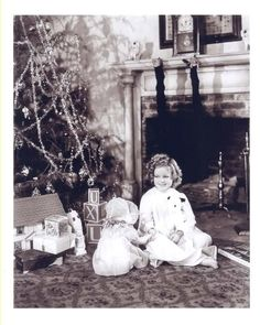 Shirley Temple at Christmas--probably 1940s Vintage Christmas Photos, Retro Christmas, Vintage Holiday, Xmas Photos, Blue Christmas, Christmas Pictures, Family Photos, Hollywood Stars, Classic Hollywood