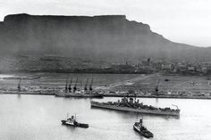 The USS Huntington arrives to a very desolate foreshore in The foreshore was built in but due to the economic climate after the war, it took a while to be properly utilized. Old Pictures, Old Photos, Vintage Photos, Global Holidays, Cape Town South Africa, Picture Story, Most Beautiful Cities, My Land, Live