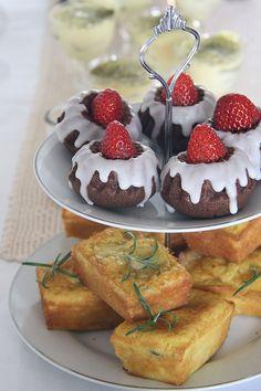 tortine cioccolato e fragola e finanziere alla mela e rosmarino - chocolate mini cakes with raspberries and apple and rosemary financiers