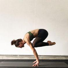 Ashtanga Yoga And Its Features Explained Ashtanga Yoga, Asana Yoga Poses, Yoga Sequences, Yoga Flow, Yoga Meditation, Partner Yoga, Yoga Inspiration, Yoga Fitness, Esprit Yoga
