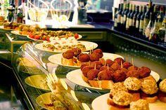 Colectivia   Bistrot - 5 pintxos veganos con bebida en el bar Bistrot (Bilbao centro) Bilbao, Tapas, Spanish Food, Bar, Sweet Home, Mexican, Travel Plan, Ethnic Recipes, Beautiful Places
