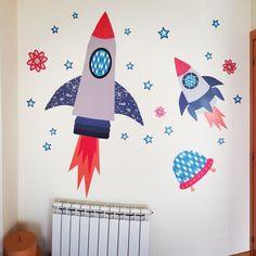 Cohetes Espaciales, vinilos infantiles Pop & Lolli. Disponible en nuestra Tienda en: http://www.bebabe.es/vinilos_infantiles_otros_mundos/vinilo-cohetes-espaciales