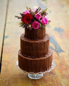 21 Chocolate Wedding Cakes for Fall Weddings that sure to surprise the guests – Beautiful Wedding Cake Designs Fall Wedding Cakes, Wedding Cake Rustic, Rustic Cake, Beautiful Wedding Cakes, Wedding Cake Designs, Beautiful Cakes, Amazing Cakes, Fruit Wedding, Decadent Chocolate
