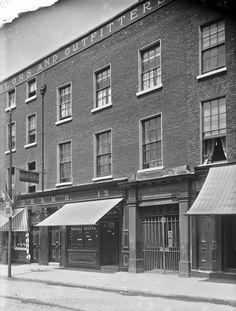 days gone by. Dublin Street, Dublin City, Old Pictures, Old Photos, Ireland Homes, Photo Engraving, Arran, Dublin Ireland, Book Of Life