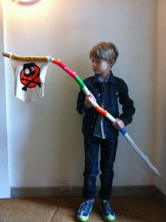 Cooles Geburtstagsgeschenk für Jungen! Der Powerstick wird zum Fahnenmast...  Einfach ein altes Stück Stoff mit einem passenden Motiv bemalen und am Ende befestigen. Kommt richtig gut an !