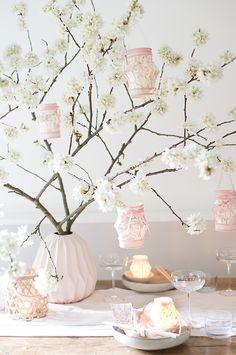 wunderschoen-gemacht: asiatisches laternenfest unter kirschblütenzweigen