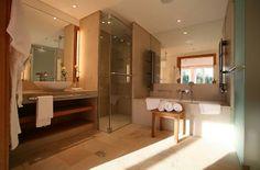 Bad (Elmau) Bad Inspiration, Bathroom Inspiration, Bathroom Ideas, Spa Hotel, Hotels, Luxury Spa, Yoga Retreat, Corner Bathtub, Mirror